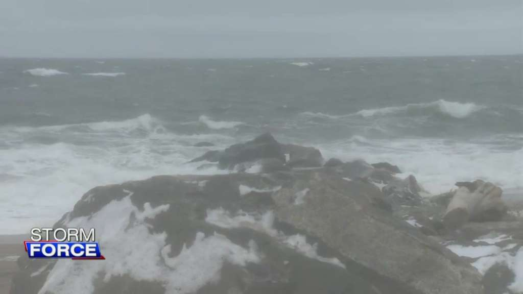 Residents prepare for the possibility of coastal flooding, power outages due to strong winds – Boston News, Weather, Sports